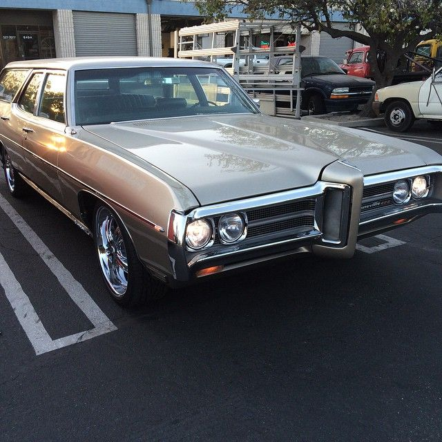 Explore 1969 Pontiac Bonneville Station Wagon Restoration