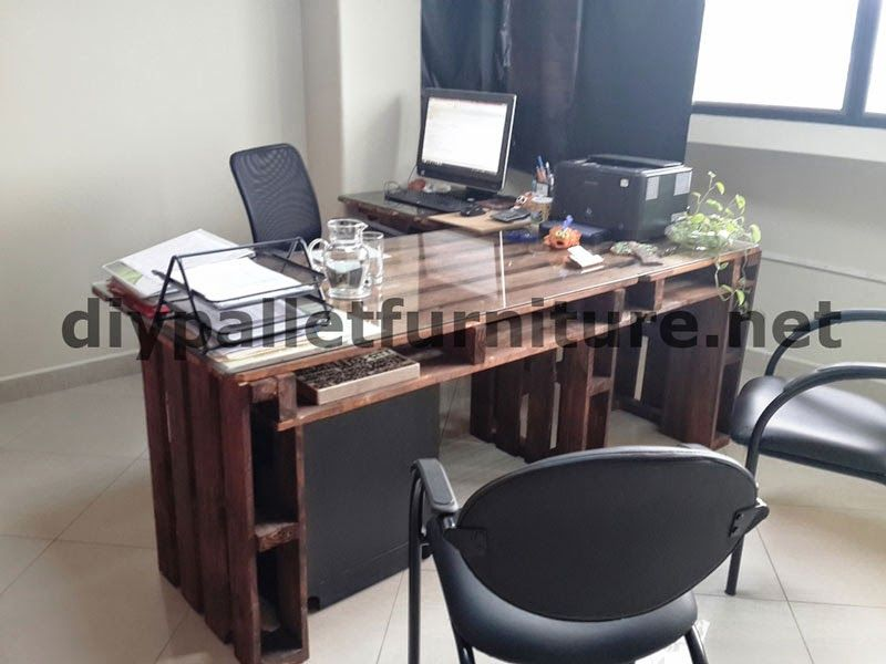 office desk europalets endsdiy. interesting office in the offices of u201cecoeficiencia gestin ambientalu201d in ecuador consequently  they only use furniture made from pallets intended office desk europalets endsdiy s