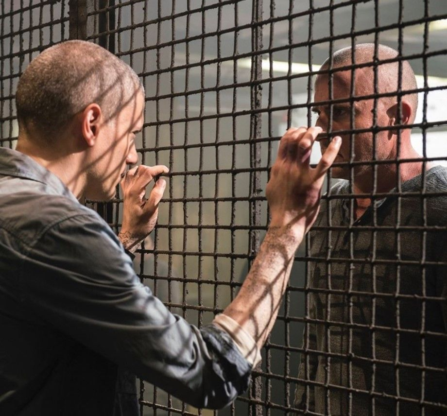 Dominic Purcell On Prison Break Season 6 With A Clip On