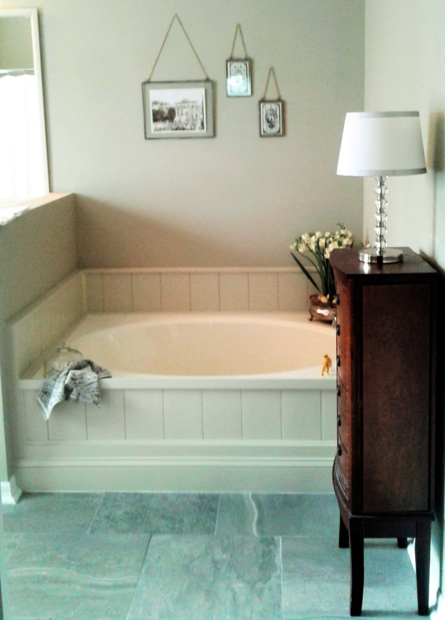 DIY tub surround for builder grade molded tub. Used peel and stick ...