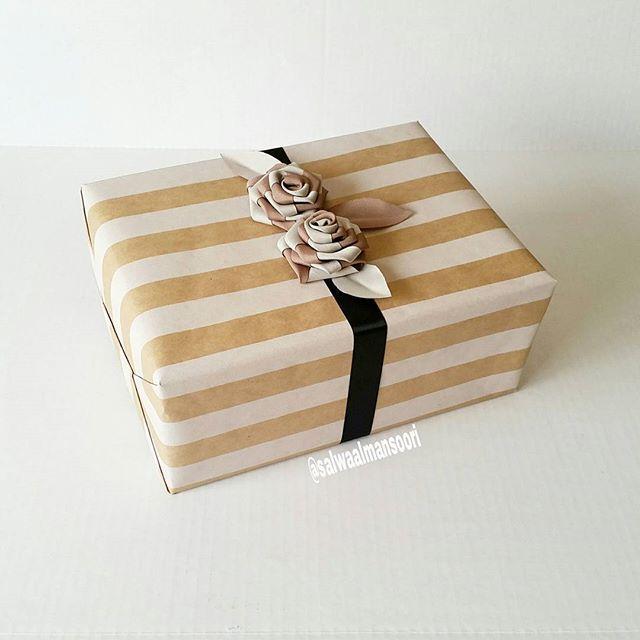 سلوى حمد On Instagram هدية نسائية تهادوا تحابوا هدايا تغليف أفكار مناسبات زهور مقلم أبيض بني أسود صنع ايديا In 2020 Gifts Gift Wrapping Instagram Posts