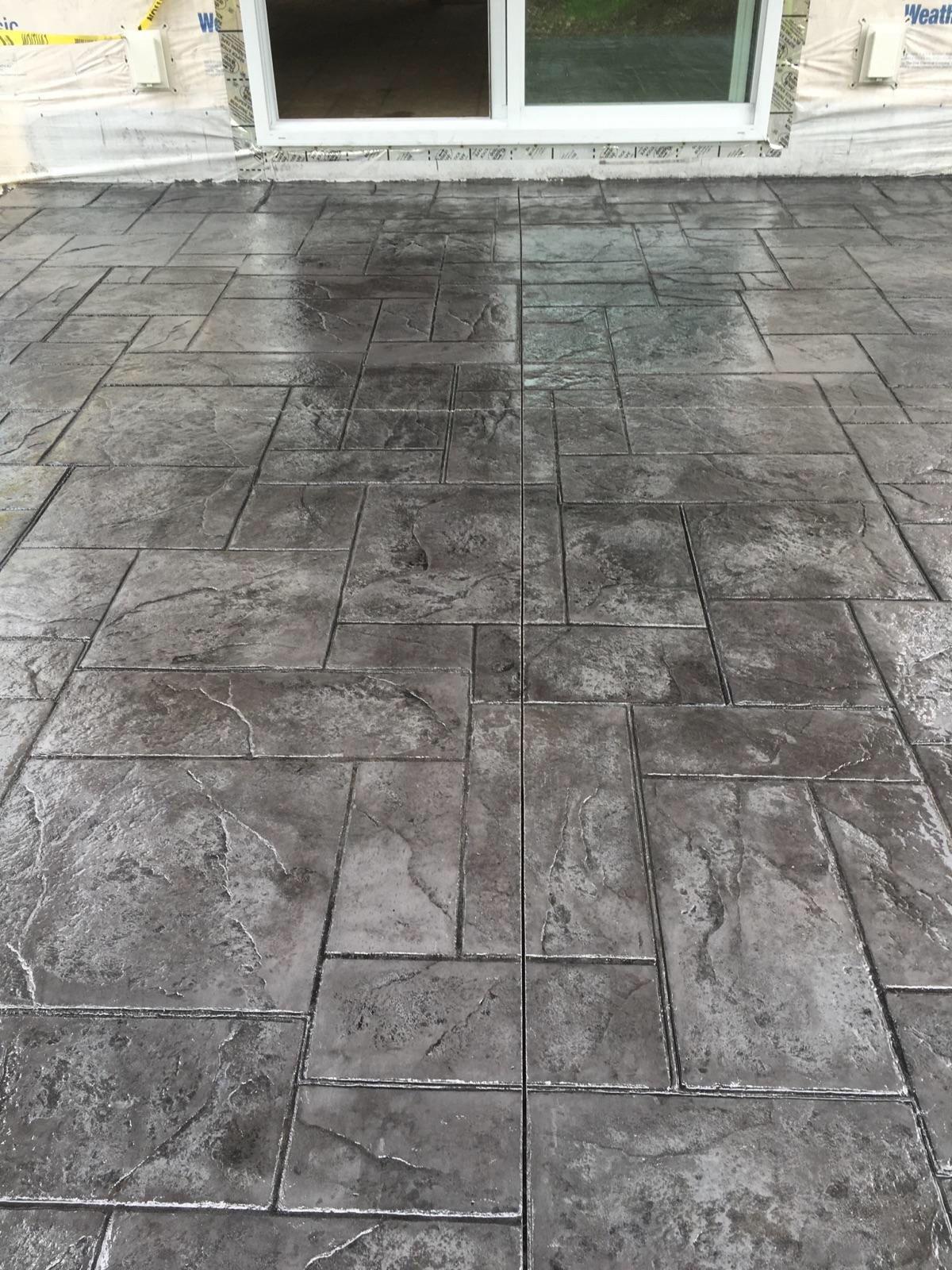 Stamped concrete patio medium grey color with black for Pisos para cocheras y patios