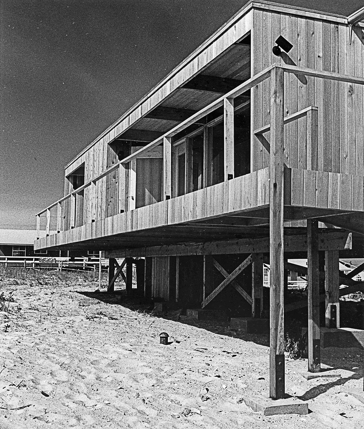 A Look At Richard Meier S Iconic Lambert House Richard Meier Prefab Homes Modern Prefab Homes