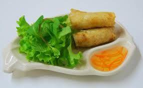 Ingrédients ( pour environ 70 pièces): 1Kg de poitrine de porc fraiche 80 g de champignons noirs galettes de riz ( 18 cm de diamètre ou plus grandes) 600g de carottes 100g de cheveux d'ange 2 oignons, 2 gousses d'ail 2 CC sel, poivre et 2 CS de Nuoc Mam...