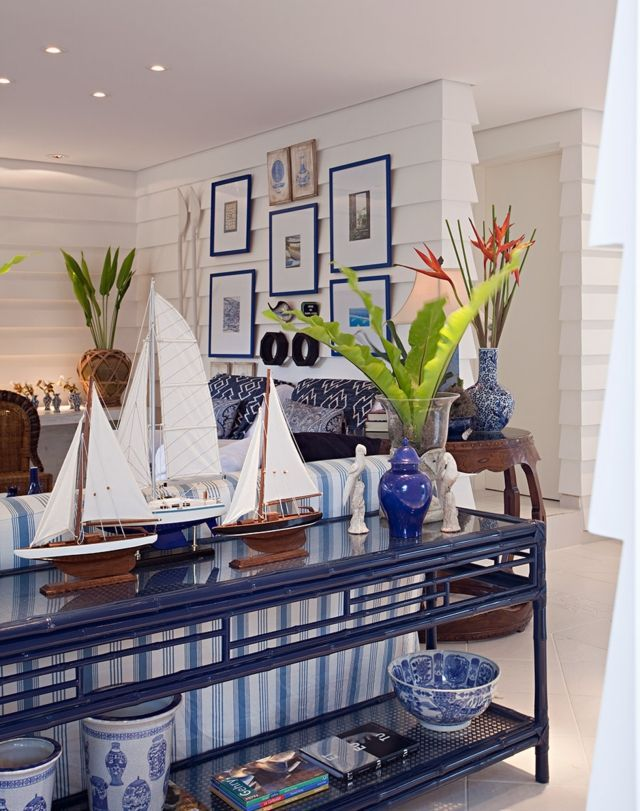 maritime einrichtungsideen wohnzimmer deko segelboote blaue porzellan vasen maritim wohnzimmer. Black Bedroom Furniture Sets. Home Design Ideas