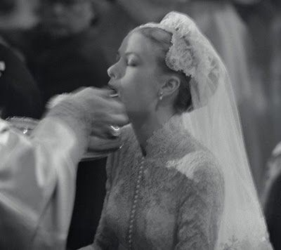 Princess Grace Receiving Communion At Her Wedding Grace Kelly Wedding Grace Kelly Princess Grace