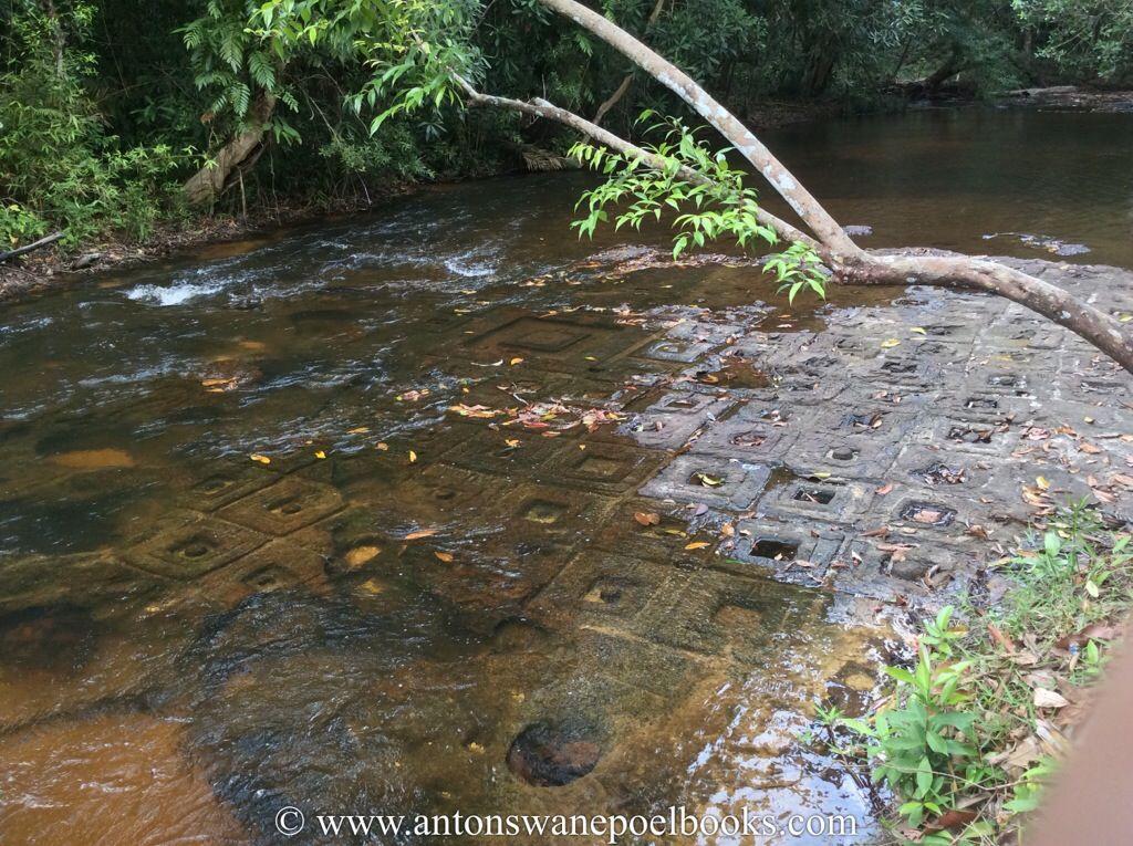 1000 lingas. Kulen mountain, Cambodia. www.antonswanepoelbooks.com