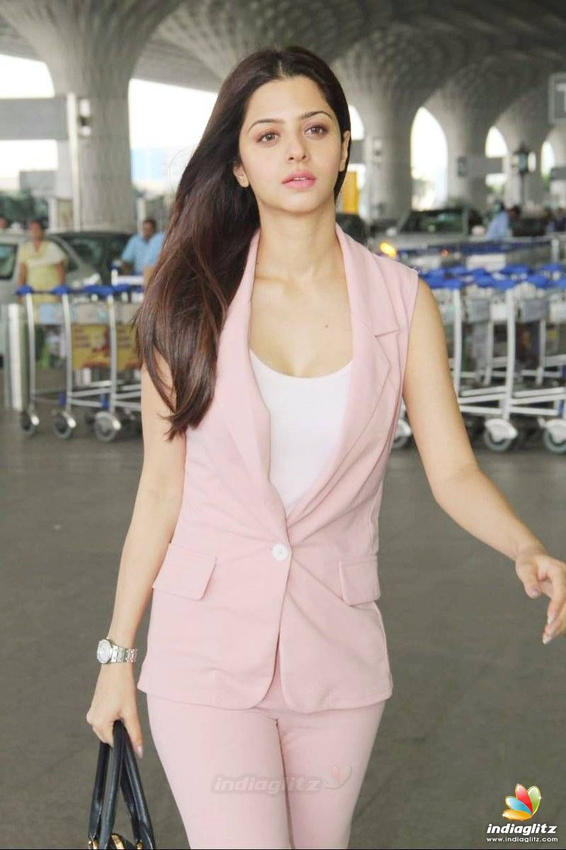 Vedhika Photos - Tamil Actress photos, images, gallery, stills and clips - IndiaGlitz.com