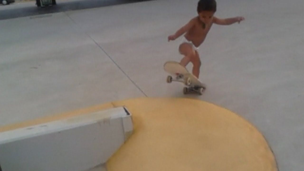 Skateboarding Toddler This Two Year Old Australian Boy Is Already Riding A Skateboard And He S Still In Diapers Skateboard Photography Skateboard Cool Gifs
