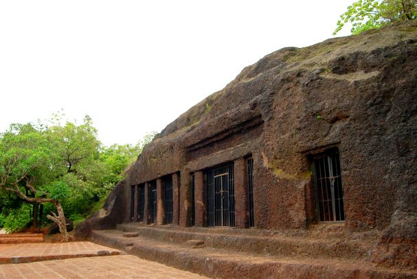 Arvalem Caves Goa - #Arvalemcaves are also popularly known as #Pandava caves. These caves are named after the 5 pandavas. According to the locals, during their exile the pandavas stayed in these caves. #photo #tourism #travel