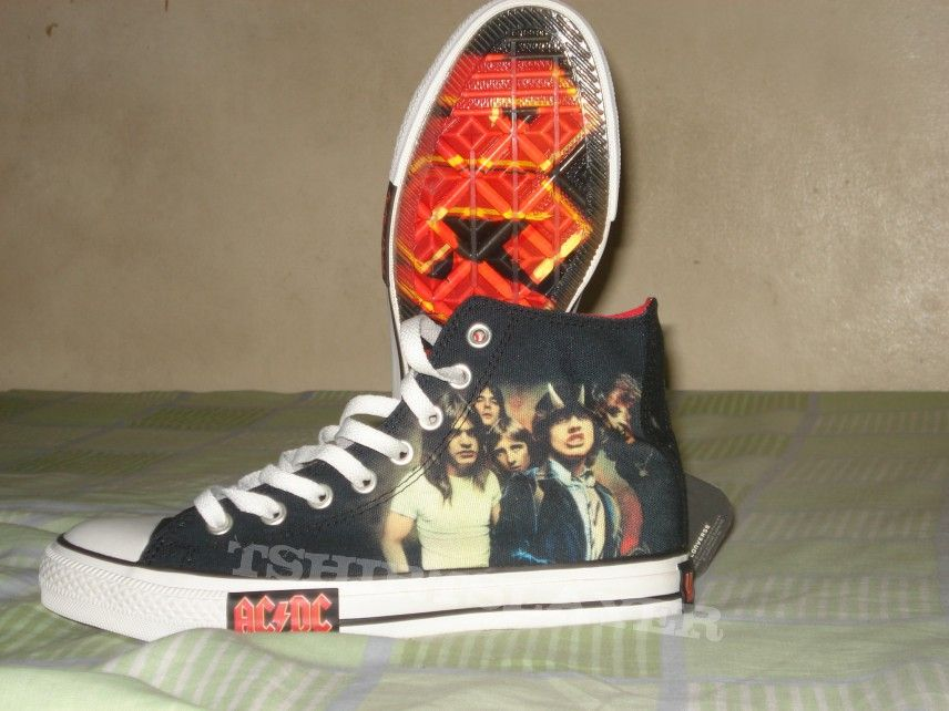 pretty nice 78e93 f4332 AC DC - Highway to Hell Converse Chuck Taylor