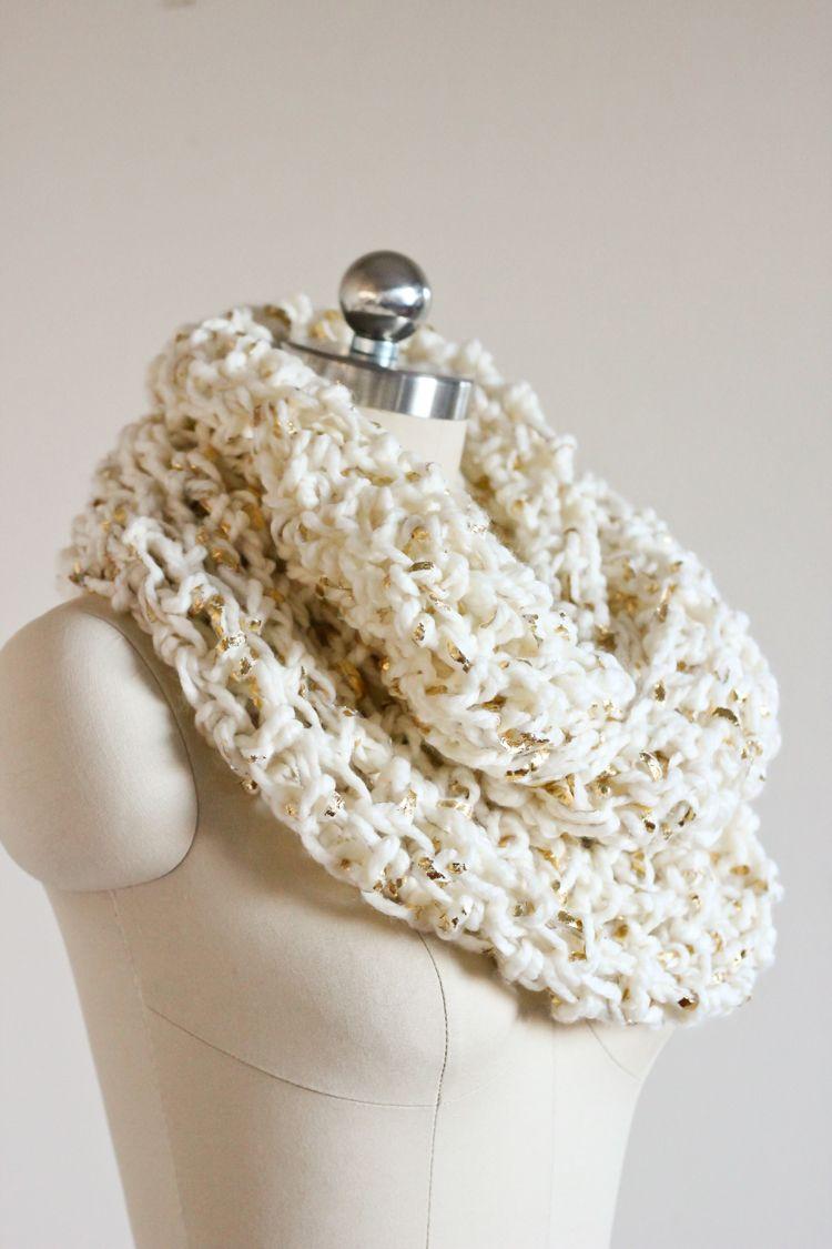 Chunky Crochet Infinity Scarf - FREE PATTERN // Delia Creates ...