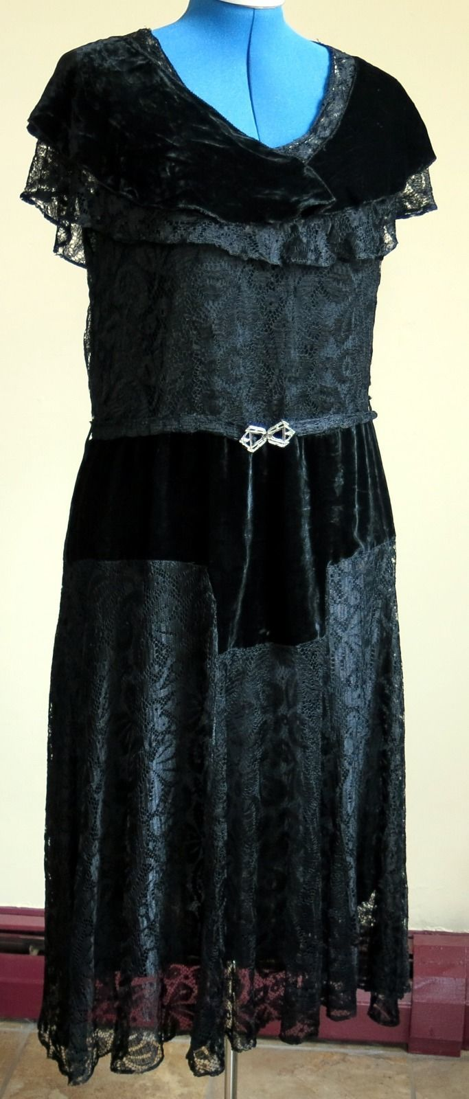 Us ture vintage handmade black lace and velvet party dress