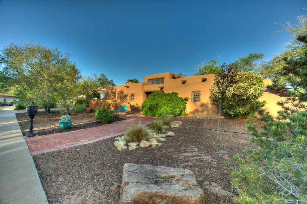 Gorgeous Adobe Home Located In The Desirable North Valley