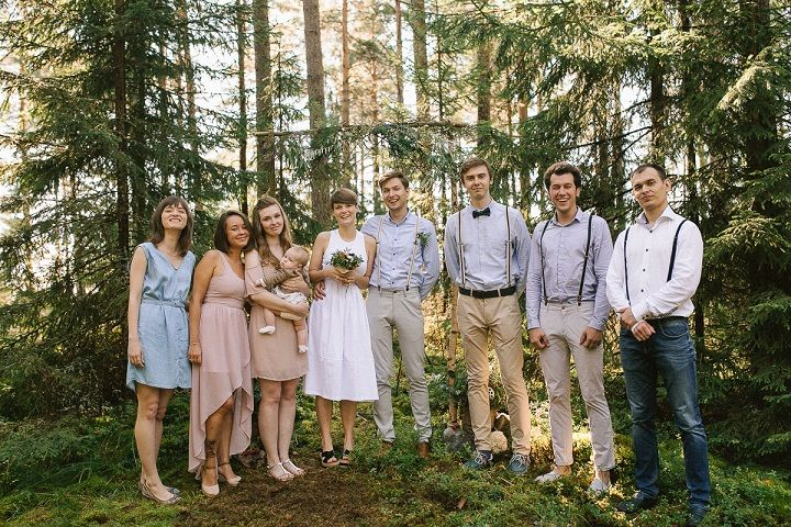 Neutral eco friendly wedding in the forest | Wedding party | fabmood.com #wedding #neturalwedding #ecofriendlywedding