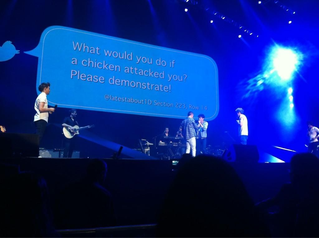 The Boys answering tweets at MSG!! Wish I was there to see that!!