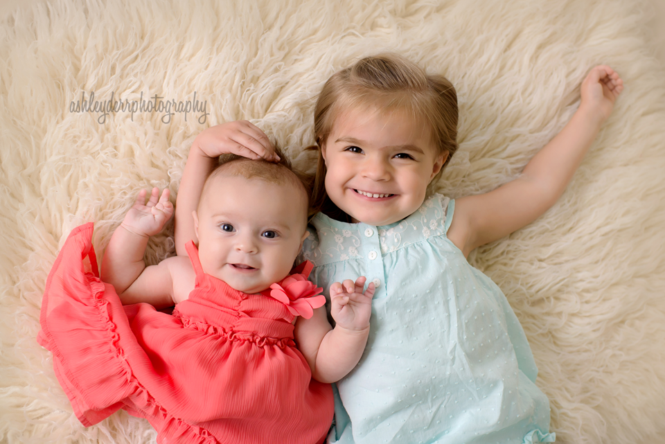 three month infant and sibling pose pittsburgh www.ashleyderrphotography.com