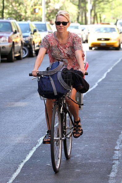 Naomi Watts Photos Photos Naomi Watts Rides Her Bike Around Nyc