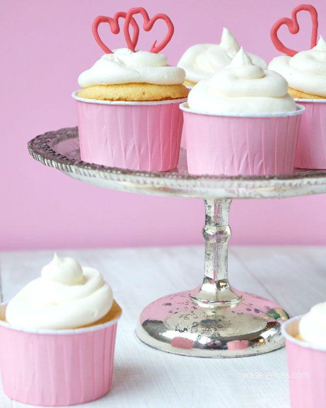 Rezept Holunder Sekt Cupcakes | Candy Melts | Herzen | Love | Valentinstag | valintine's day | elder champagne cupcakes | recipe | waseigenes.com