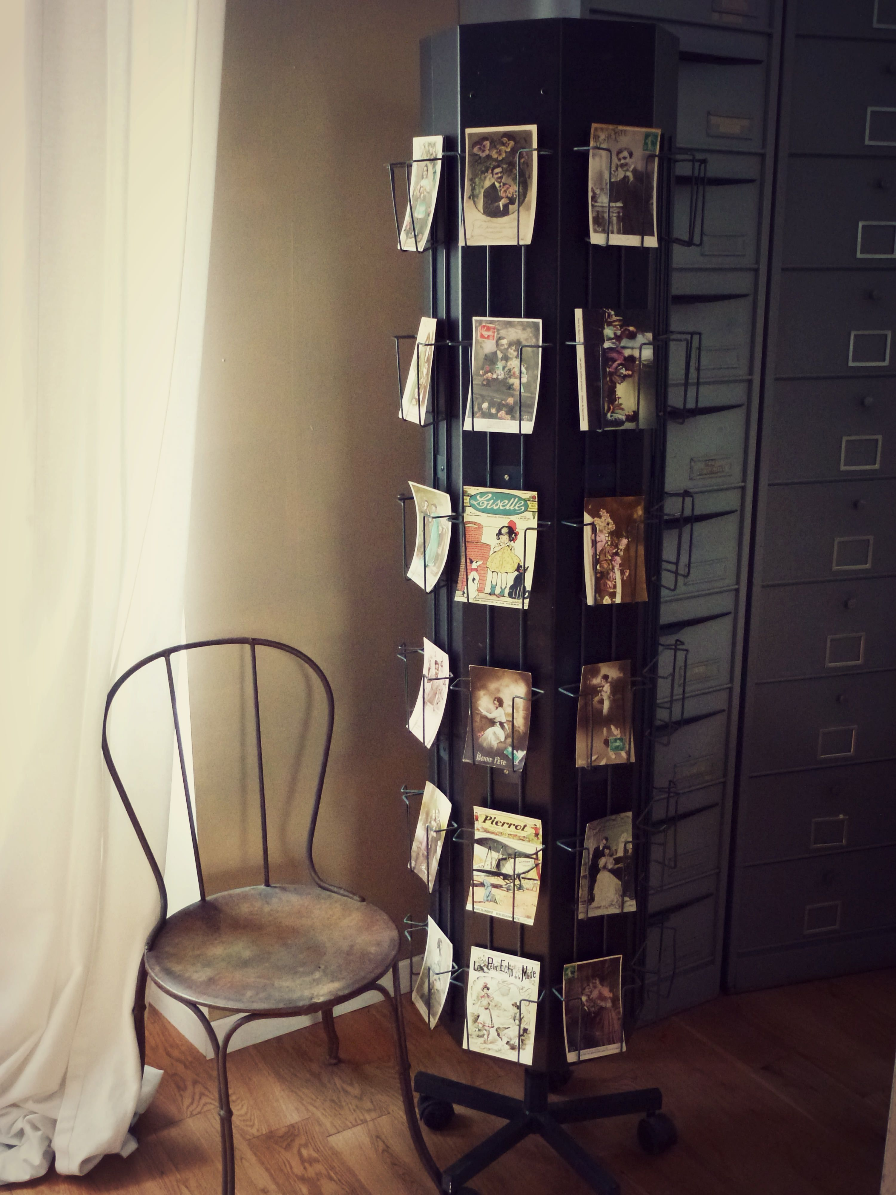 Ancien présentoir à cartes postales Retrouvez cette annonce sur : http://www.leboncoin.fr ...