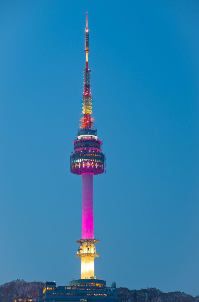 Namsan Tower Seoul By Iso 100 Torre Namsan Lugares Turisticos Corea Del Sur