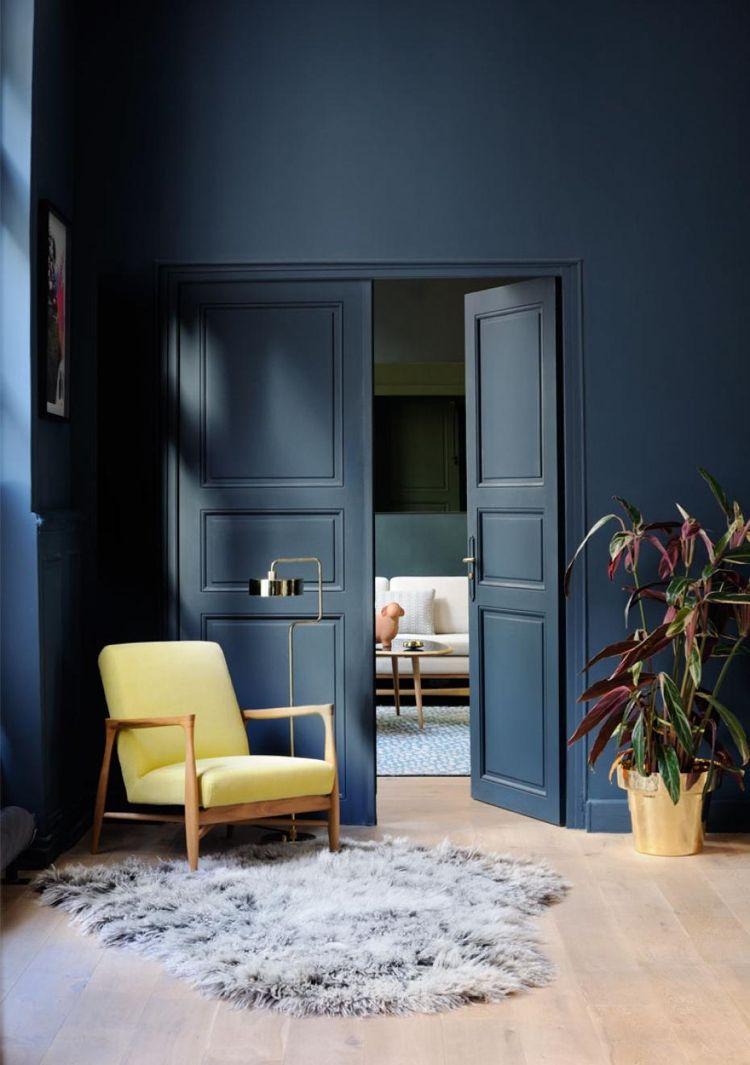 Zimmertüren streichen Wandfarbe Sockelleisten Türrahmen Dunkelblau ...