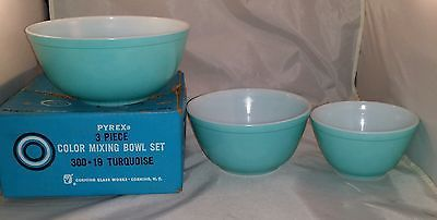 RARE Pyrex TURQUOISE Round Mixing Bowl Set 401 402 403 WITH BOX EXC NO RESVE OLD