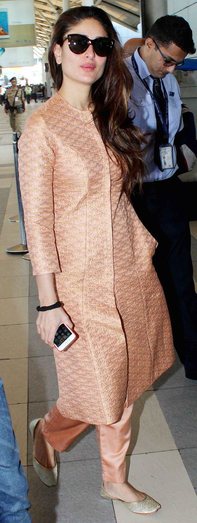 Kareena Kapoor At Mumbai Airport Bollywood Fashion  -2832