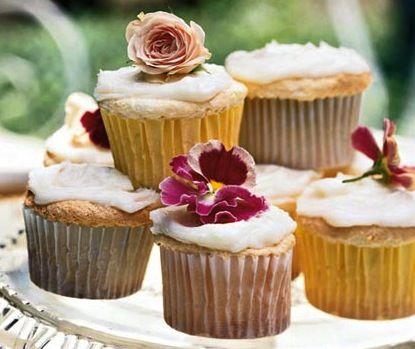 6 healthy cupcakes - Lemon Angel Food Cupcakes / healthy funfetti cupcakes (funfetti mix + 1 can sprite zero)