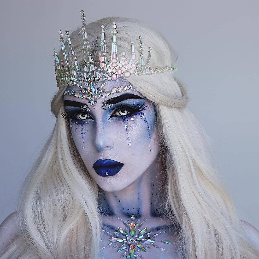 The Most Beautiful Glam Ice Queen Halloween Look Ever In 2020 Amazing Halloween Makeup Halloween Makeup Inspiration Cute Halloween Makeup