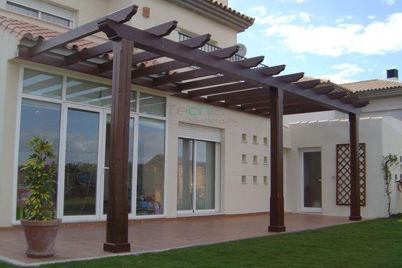 En perfecta sinton a con la vivienda sta p rgola de dise o tradicional resalta la terraza - Pergolas de madera en sevilla ...
