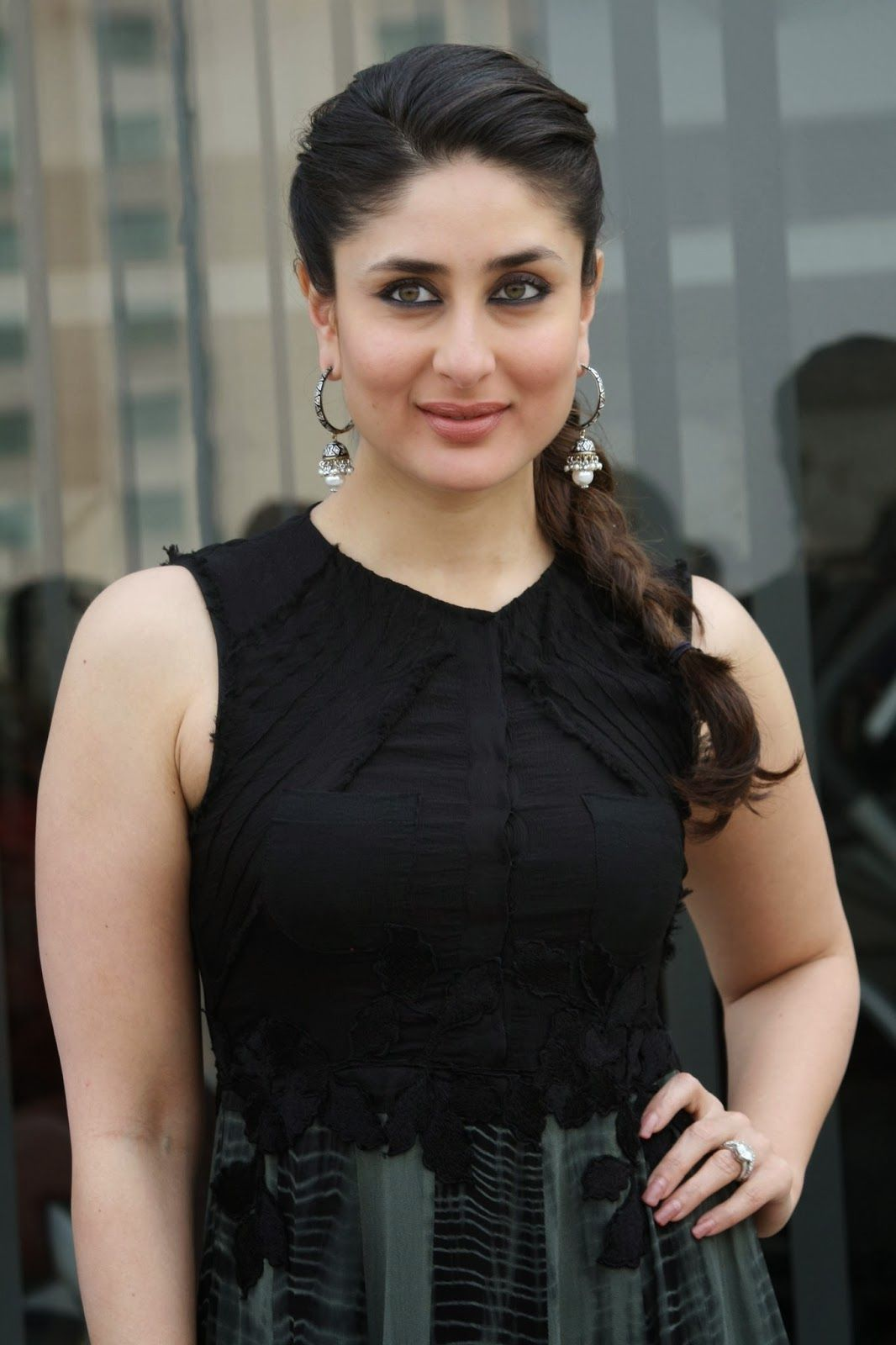 Glamorous Kareena Kapoor Photos In Black Dress Kareena Kapoor Photos Kareena Kapoor Pics Kareena Kapoor