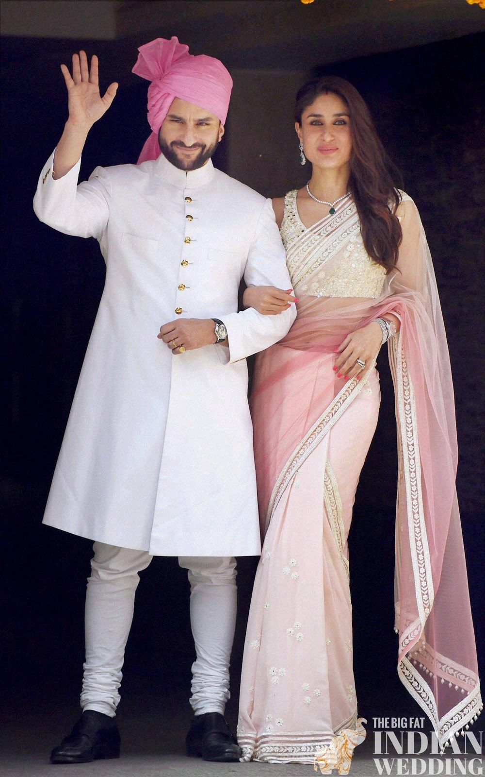 Saif Ali Khan S Nawabi Sherwani Style Along Wit Kareena Kapoor Simple Yet Elegant Pink And White Sari
