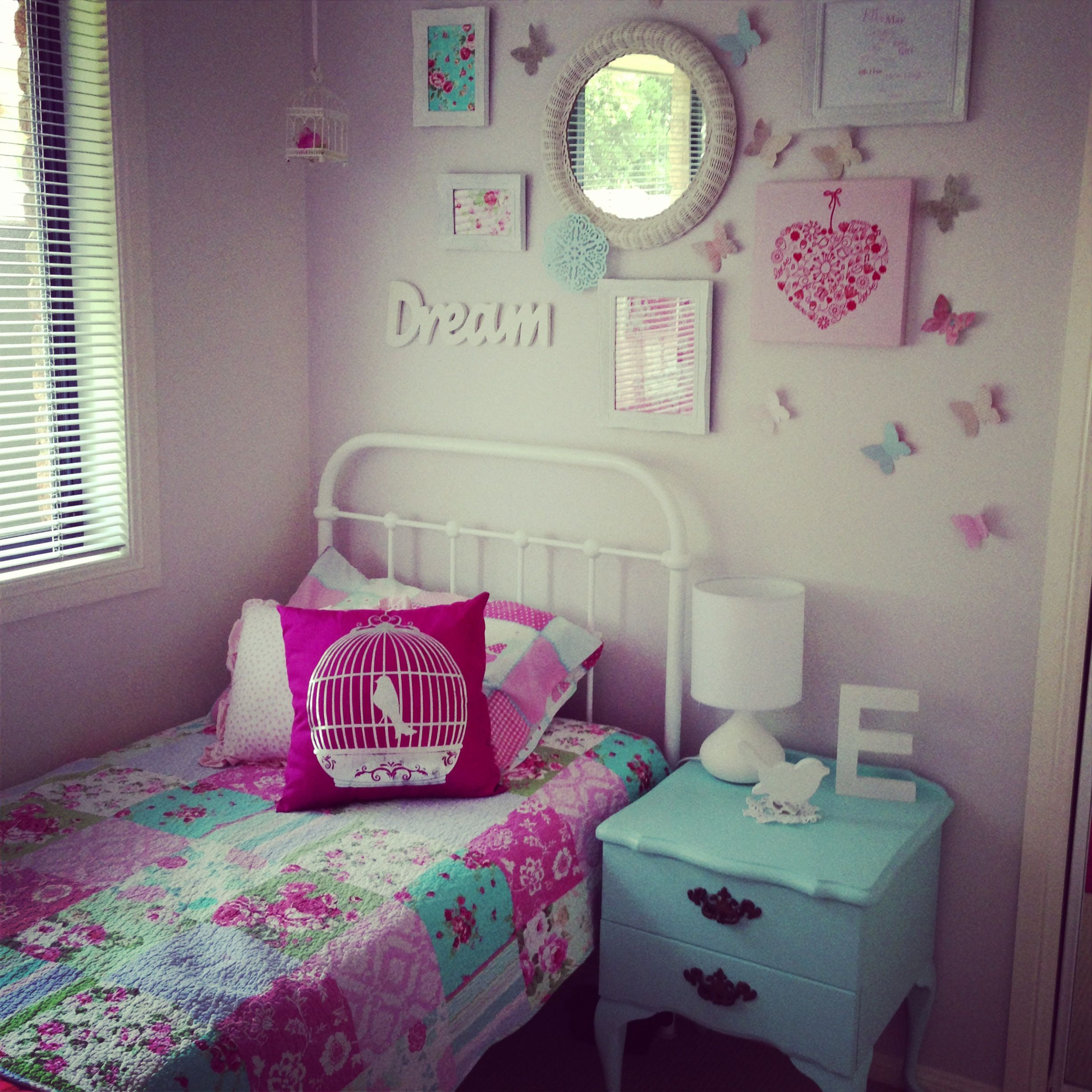 Bedroom Teenage Small Girls Room Purple Large Size: I Like The Wall Behind The Bed
