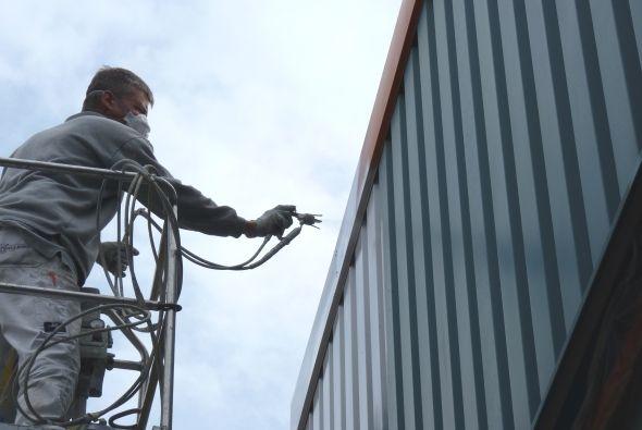 Spuitwerk damwandplaten door Glas- spuit- & schildersbedrijf Willems te Rijkevoort