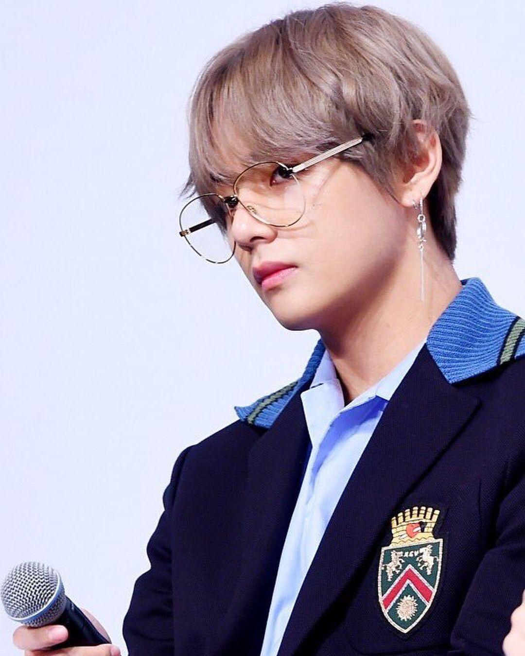 Most Handsome K Pop Male Idols Bts V Kim Tae Hyung Kpop K Pop Music K Pop Boy Groups Best K Pop Boy Bands Top K Pop Bo Taehyung Bts V V Taehyung