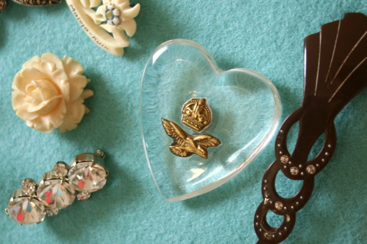 How To Make A Brooch Display