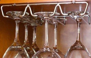 DecoBros Under Cabinet Wine Glass Stemware Rack Holder