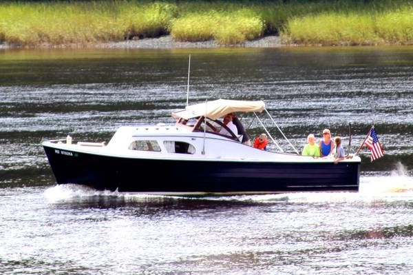 Classic 26 Mackenzie Cuttyhunk Bass Picnic Boat