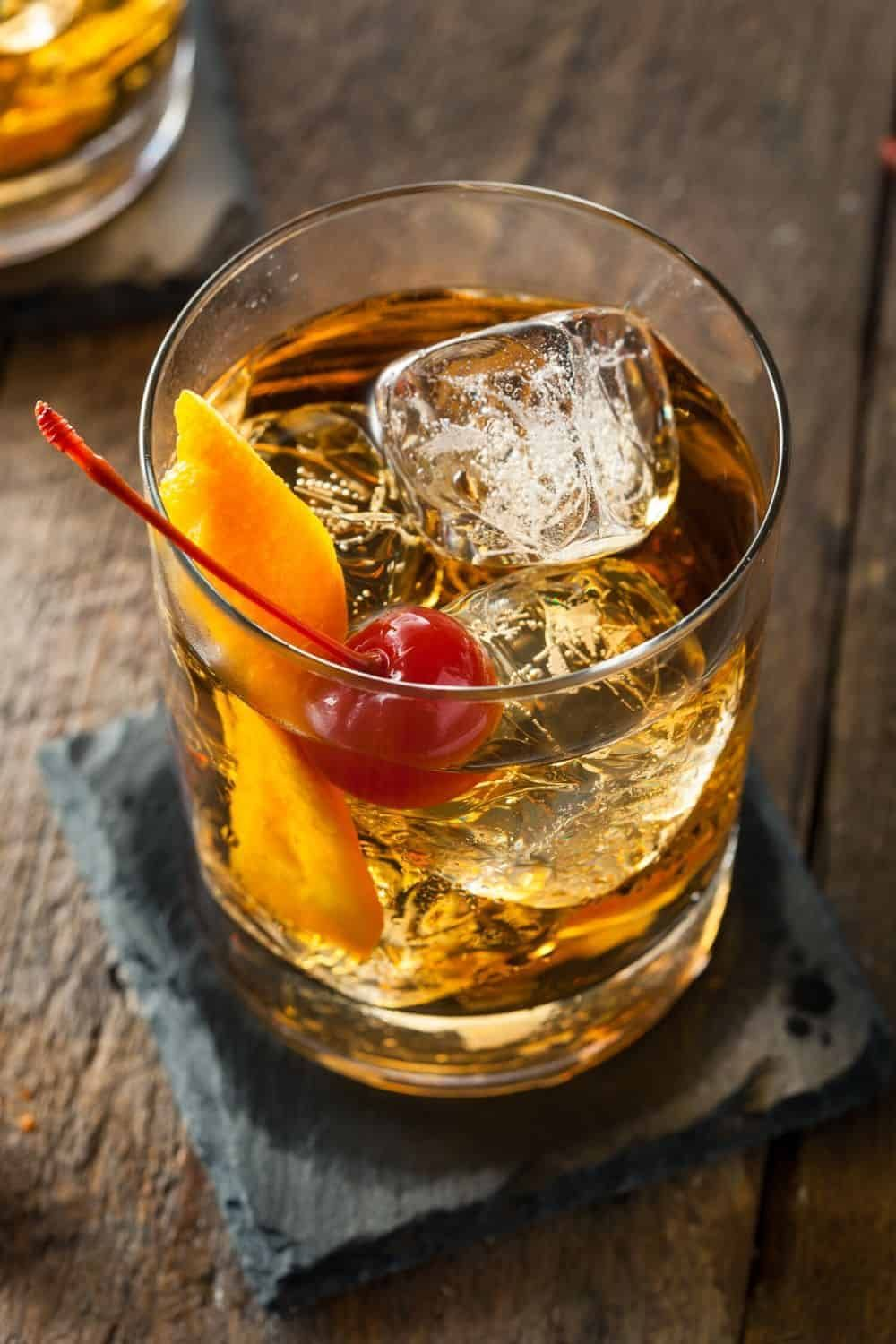 How To Make An Old Fashioned In Two Minutes Recipe Alcohol Drink Recipes Old Fashioned Drink Popular Cocktail Recipes