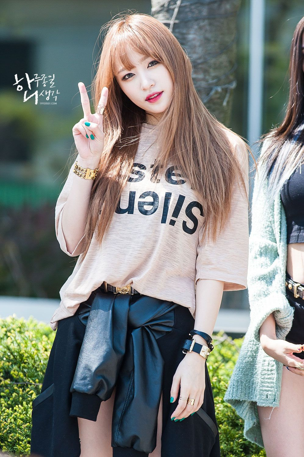 Ni nice korean girl hairstyles - Hani Of Korean Pop Group Exid At A Mini Fan Meeting In April 2015 To Promote Ah Yeah The Girls Second Mini Album