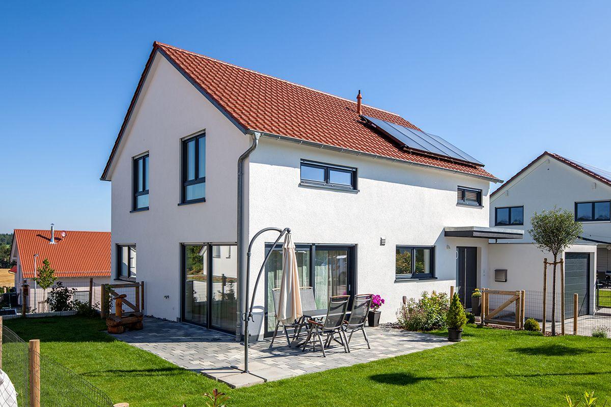 Modernes Wohnen geht auch mit dem Massivbau Thoms, dass von außen ...