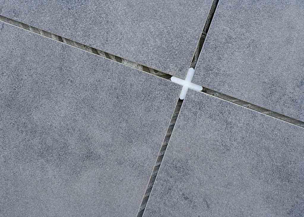 تركيب السيراميك على الاسمنت بورد In 2020 Cross Necklace Arrow Necklace Necklace