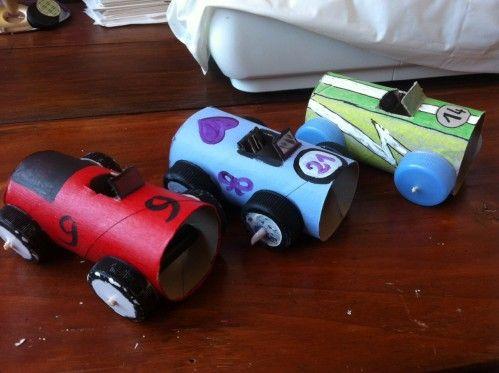 petite voiture en rouleaux de papier toilette bricolage. Black Bedroom Furniture Sets. Home Design Ideas