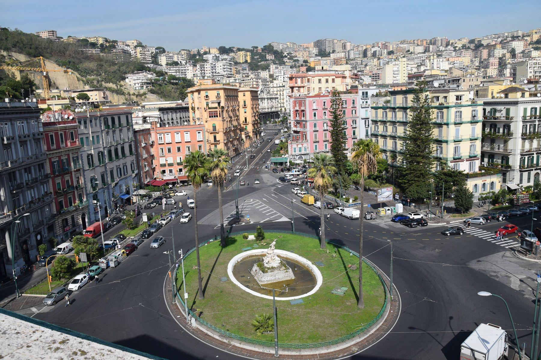 Mergellina Nello Splendido Scenario Tra Piazza Sannazaro E