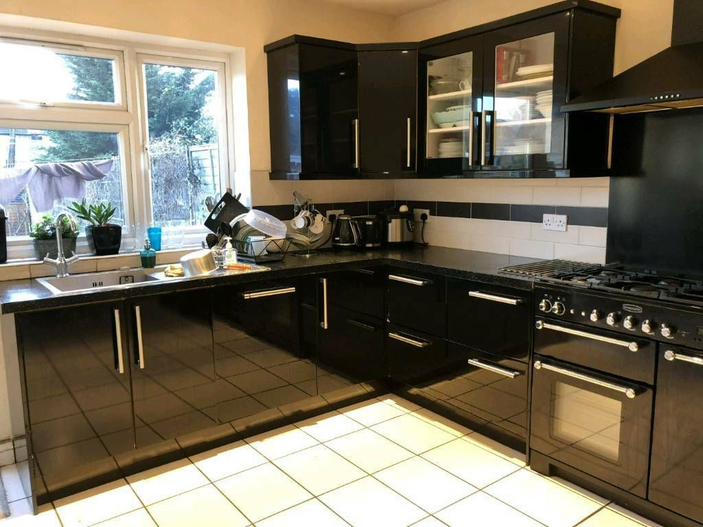 black gloss kitchen pictures - Google Search | Black gloss ...