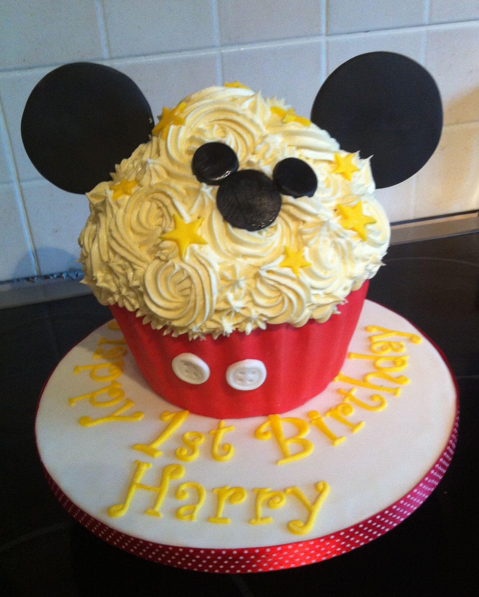 Mickey Mouse Giant Cupcake Giant Cupcake Cakes Cupcake Cakes