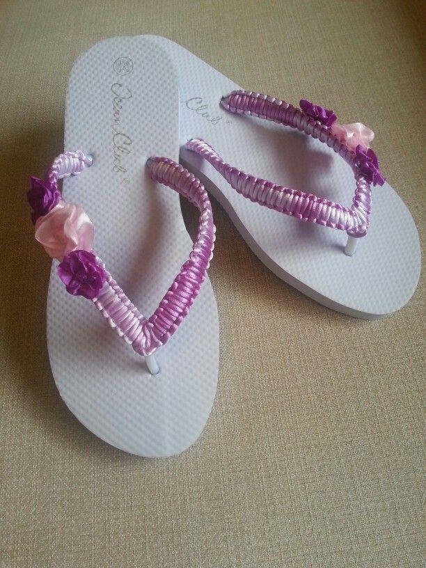 Sandalia tejida  a mano con cinta cola de ratón.  Las flores también estan hechas a mano en cinta raso A la venta talla 38-39