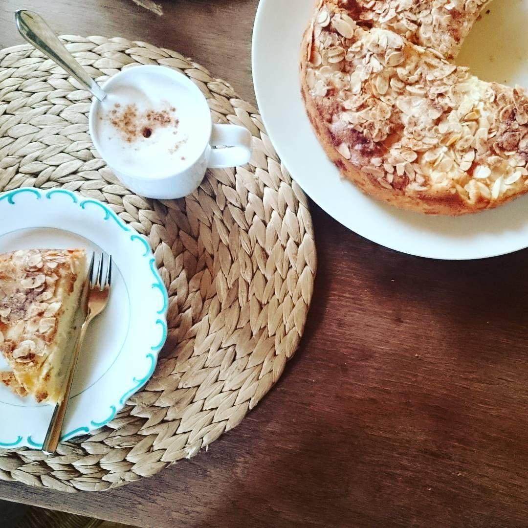 #kuchenzeit mit frischem #apfelkuchen  #applepie #apple #baking #homebaking #pie #kuchen #frischgebacken #backebackekuchen #backenmachtglücklich #lattemacchiato #nespresso #backenistliebe #herbstliebe #herbstküche #instafood #foodpic