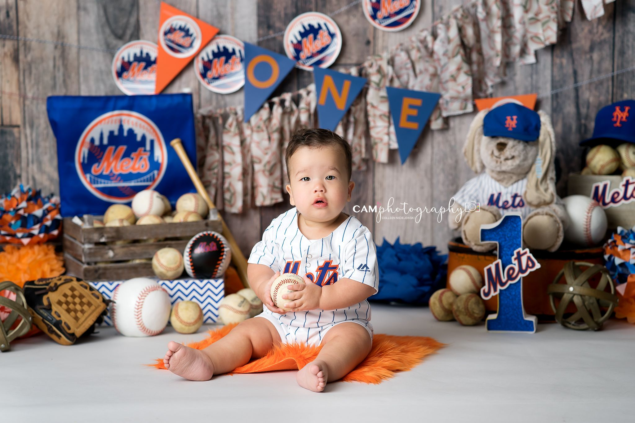 Cake smash photoshoot photography boy sports baseball mets first birthday